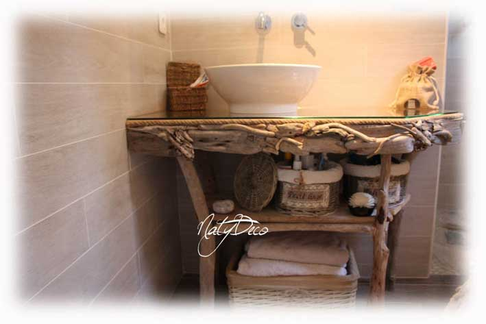 Meuble en bois flott for Salle de bain en bois flotte